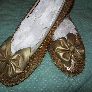 Flats with gold sequins with adorable bow